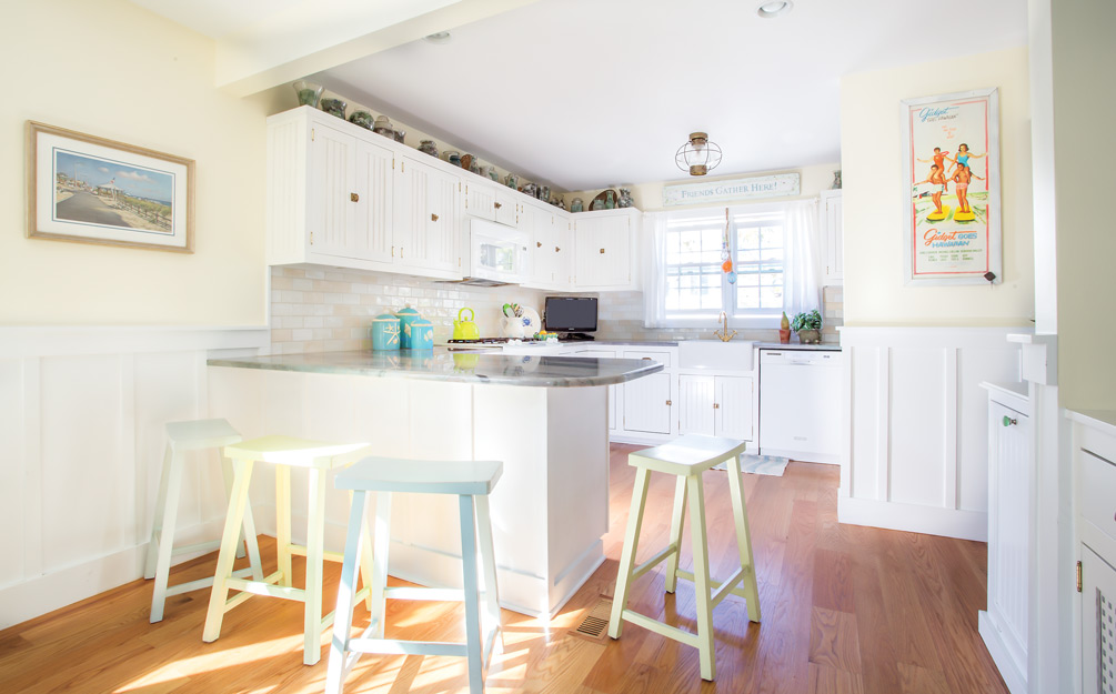 Tips for decorating with white - use subtle color combinations