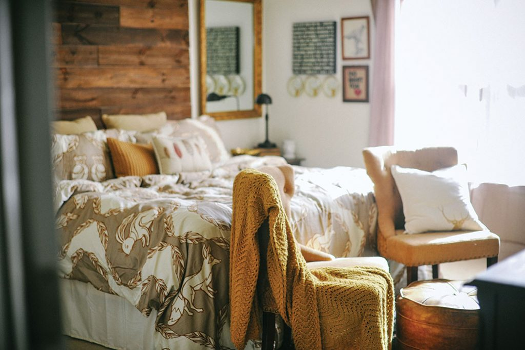 LizMarieBlog_CottageJournal_masterbedroom_autumn