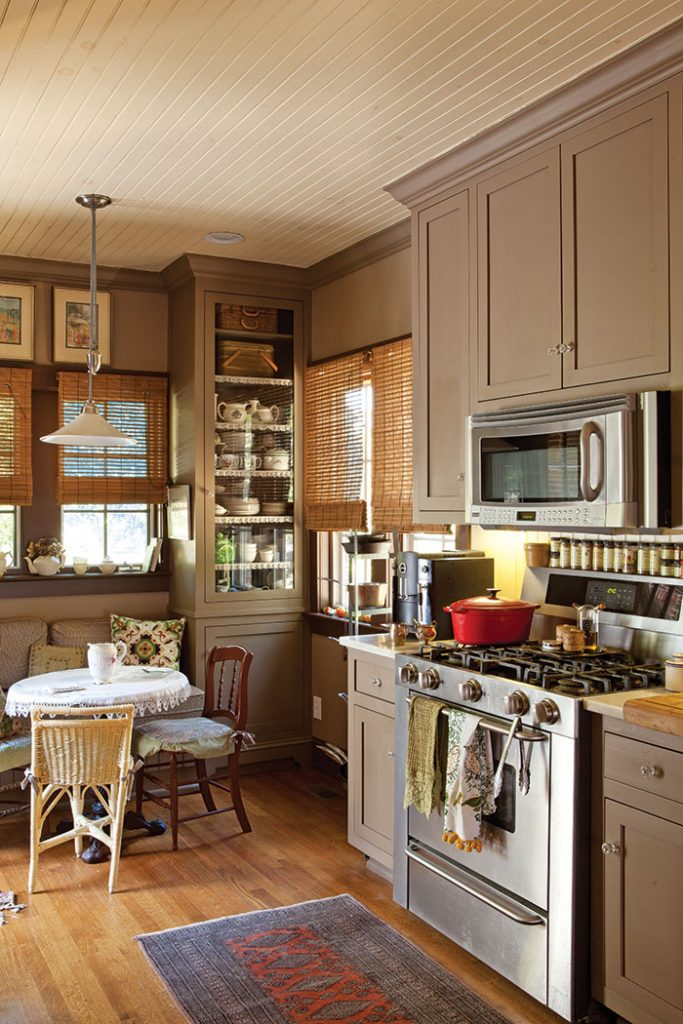 Charming Cottage Kitchen