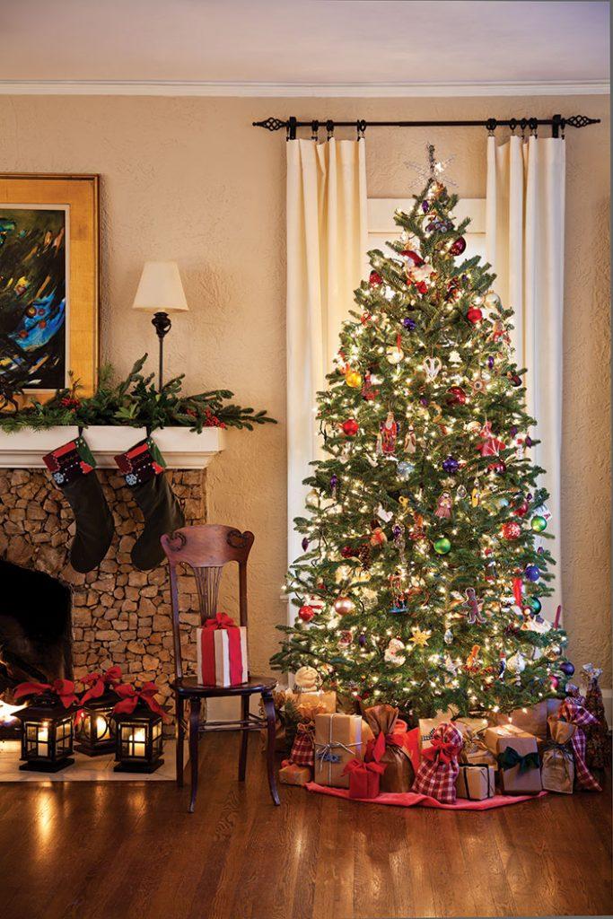 christmas-cottage-family-room-christrmas-tree