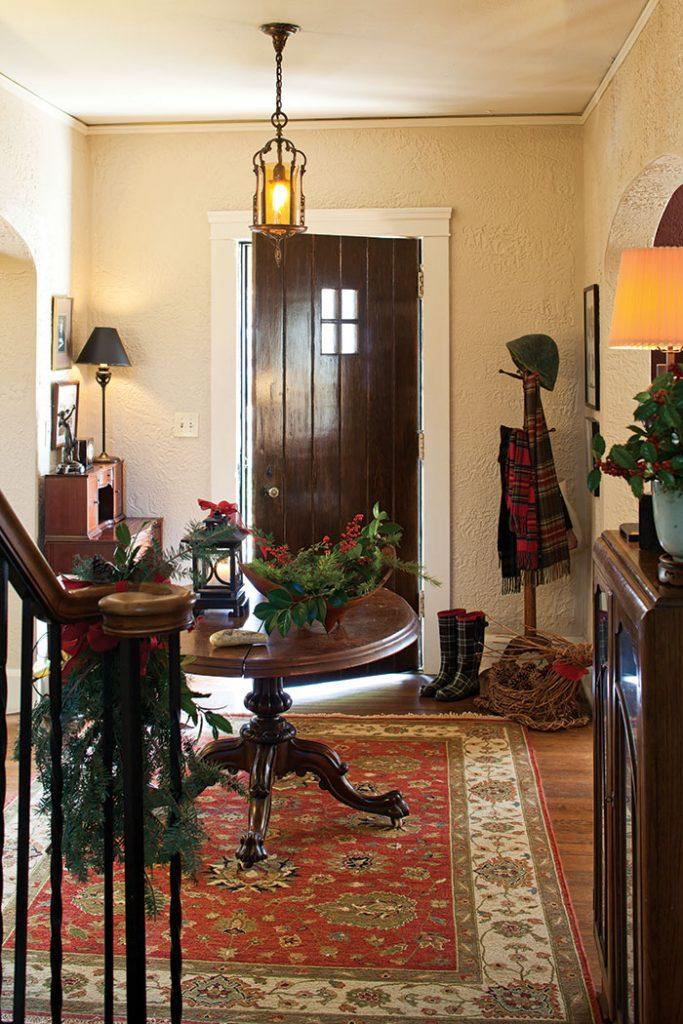 christmas-cottage-foyer