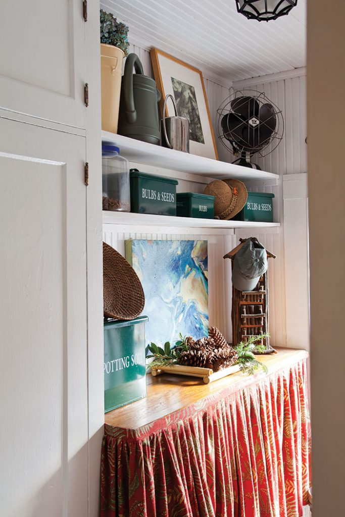 christmas-cottage-mudroom-pantry