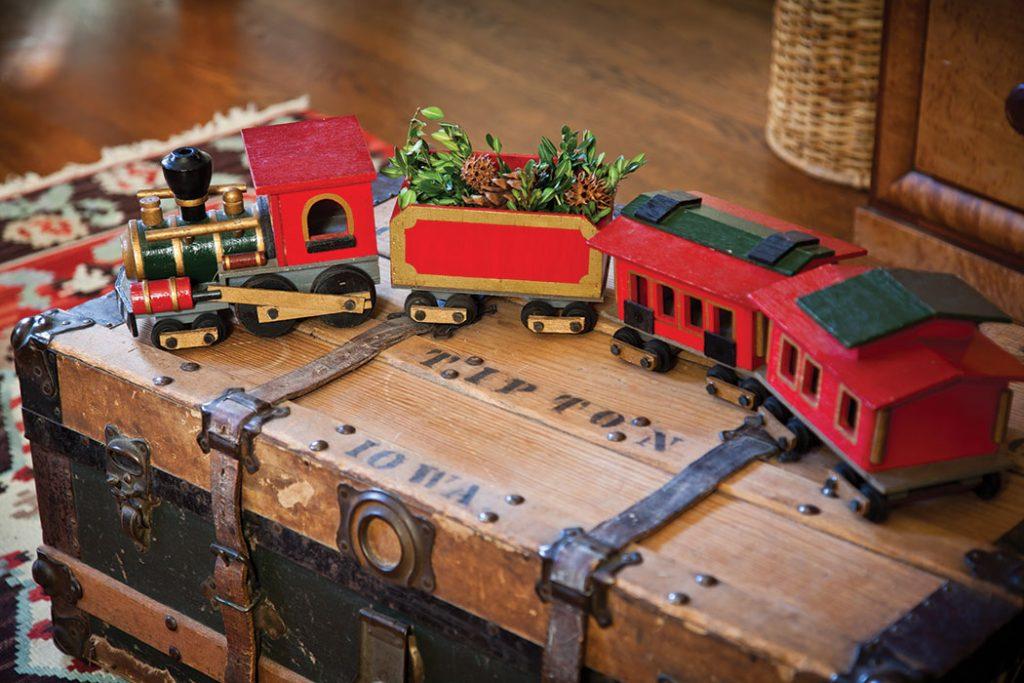 christmas-cottage-train
