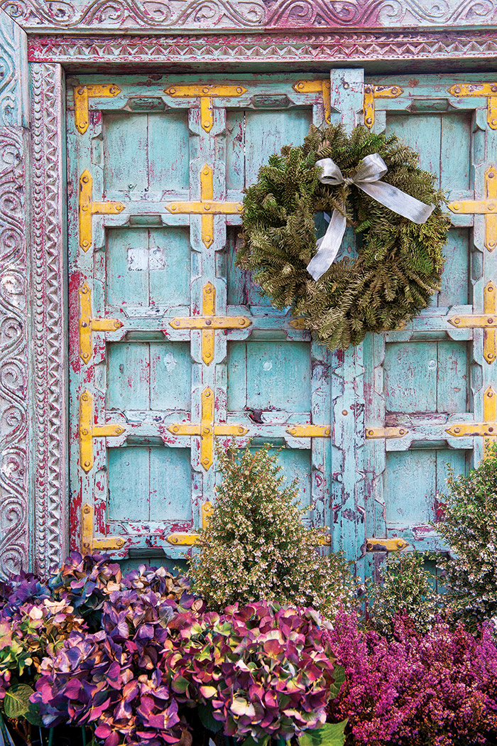 Purple-and-wreath