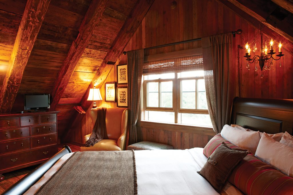 Winter-Cabin-bedroom-nook