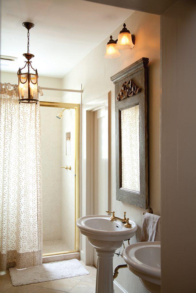 French-Living-Bathroom