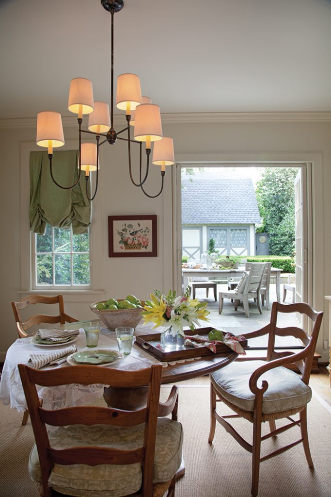 French-Living-breakfast-table