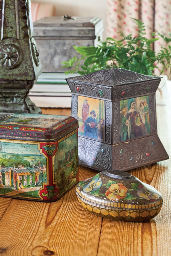 biscuit-tin-collection-antique