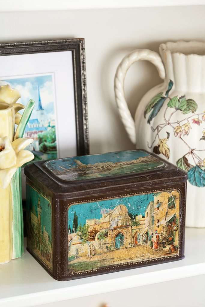 biscuit-tin-collection-vintage