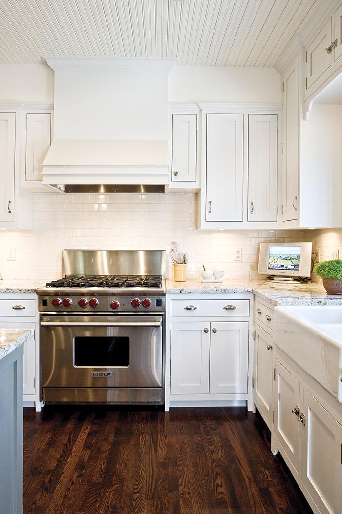 Stylish Stove and Cabinets