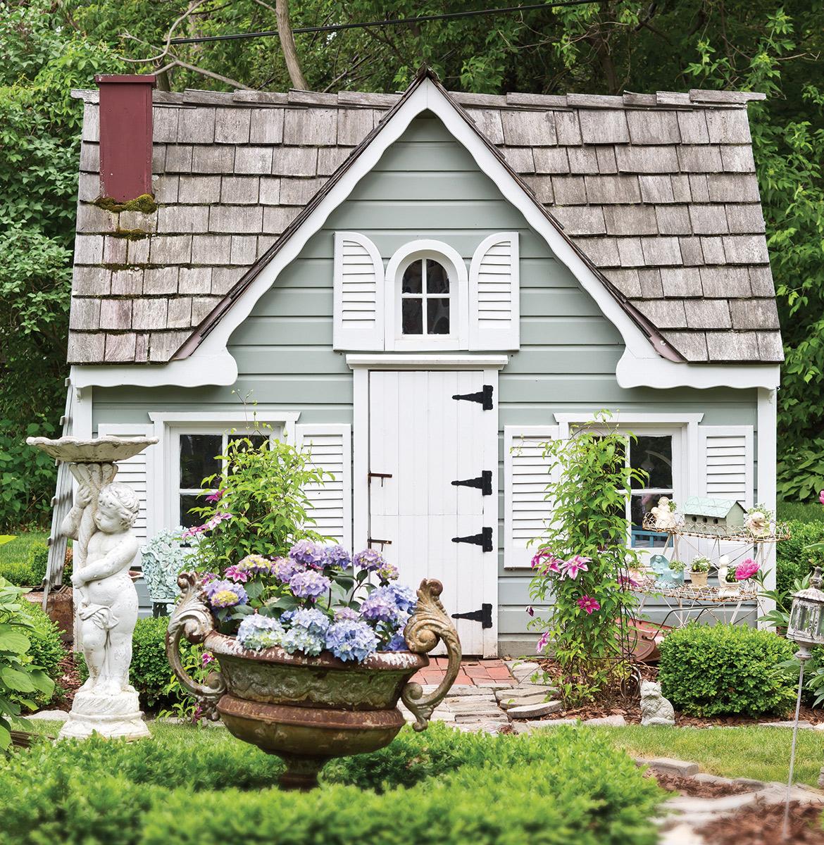 Garden Cottage: The Queen Of Shabby Chic Gardens
