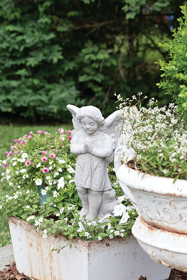 Shabby Chic Garden - The Cottage Journal