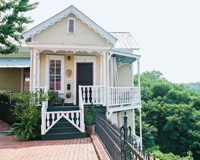 Welcoming Alabama Riverside Cottage