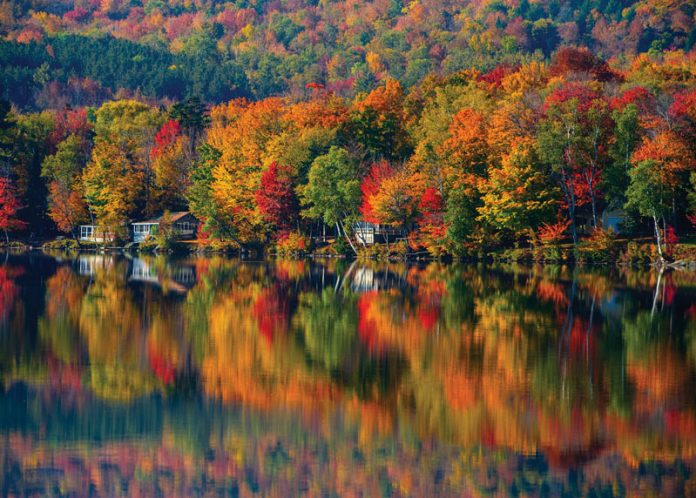 Travel To Vermont To See Striking Scenes Of Fall The