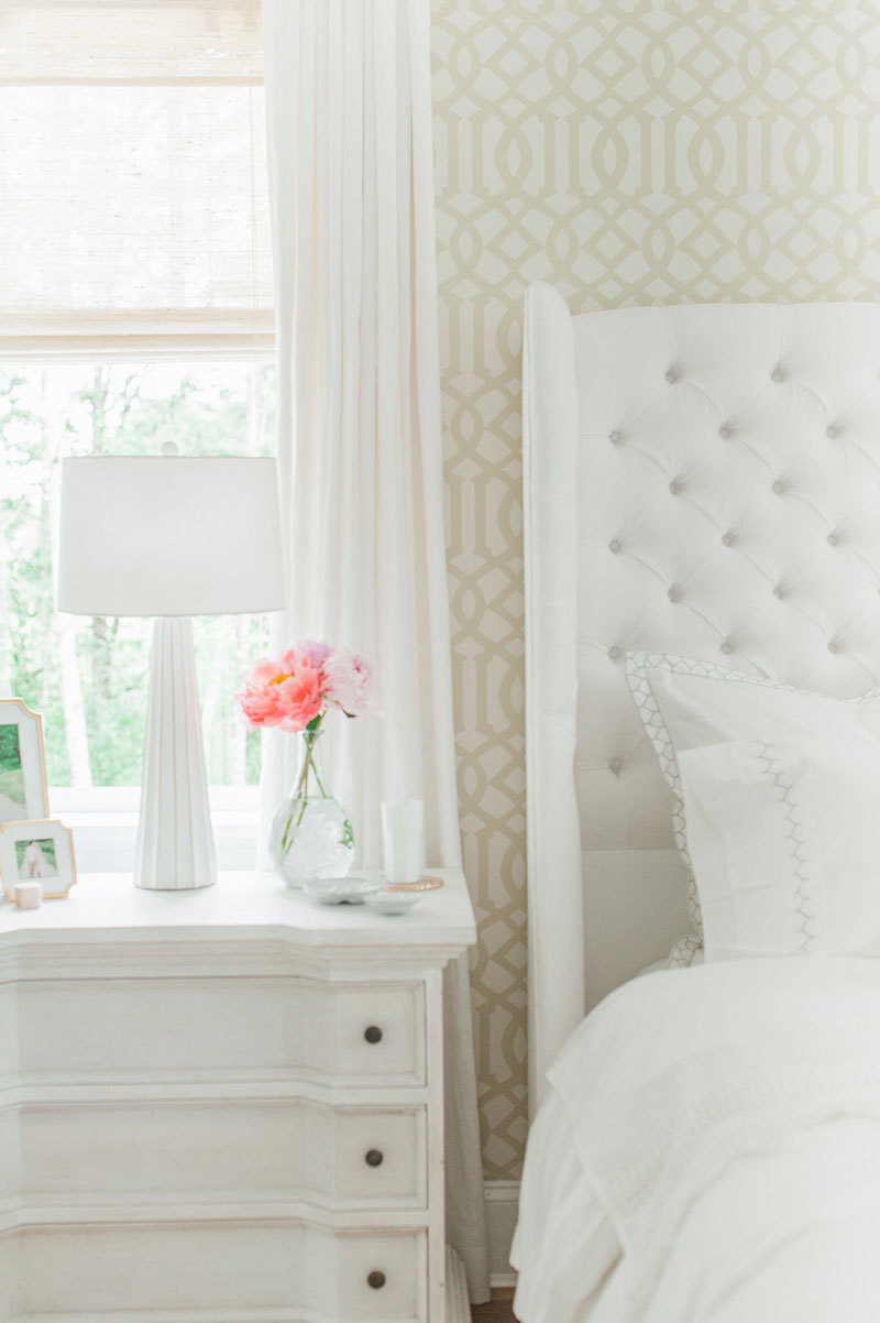 Neutral bedside space