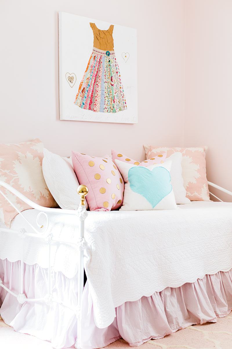 daybed in light pink little girl's room