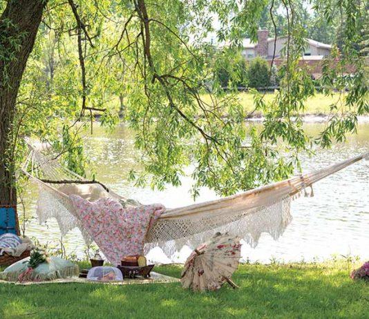 Pretty Lakeside Hammock