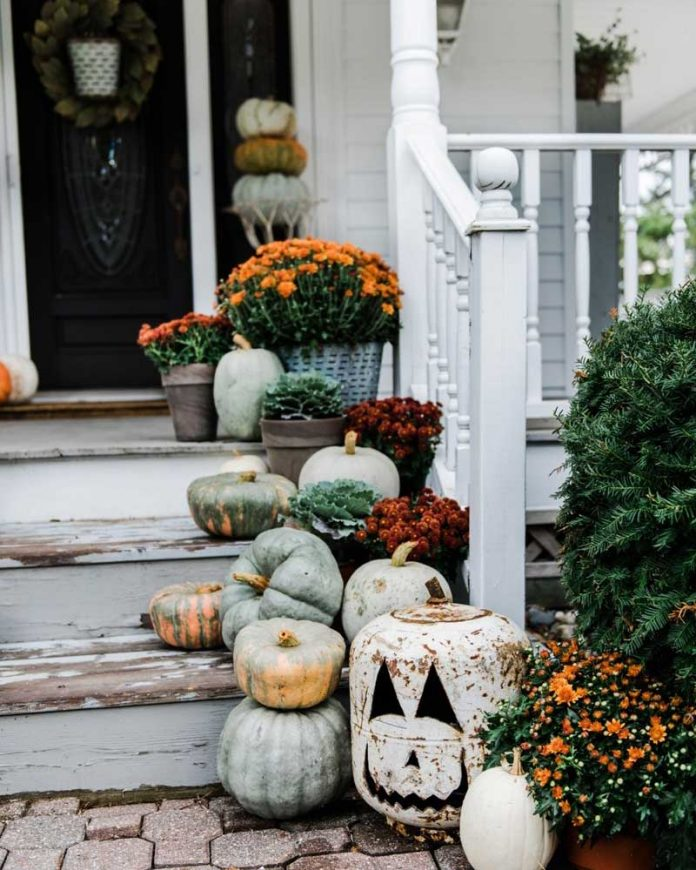 Halloween decor - front porch