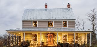Farmhouse exterior in Christmas lights