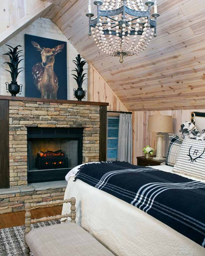 Roostica Cottage bedroom with fireplace