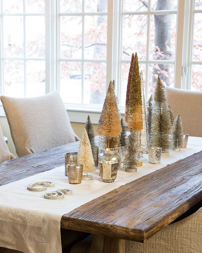 dining room with Christmas tree centerpiece