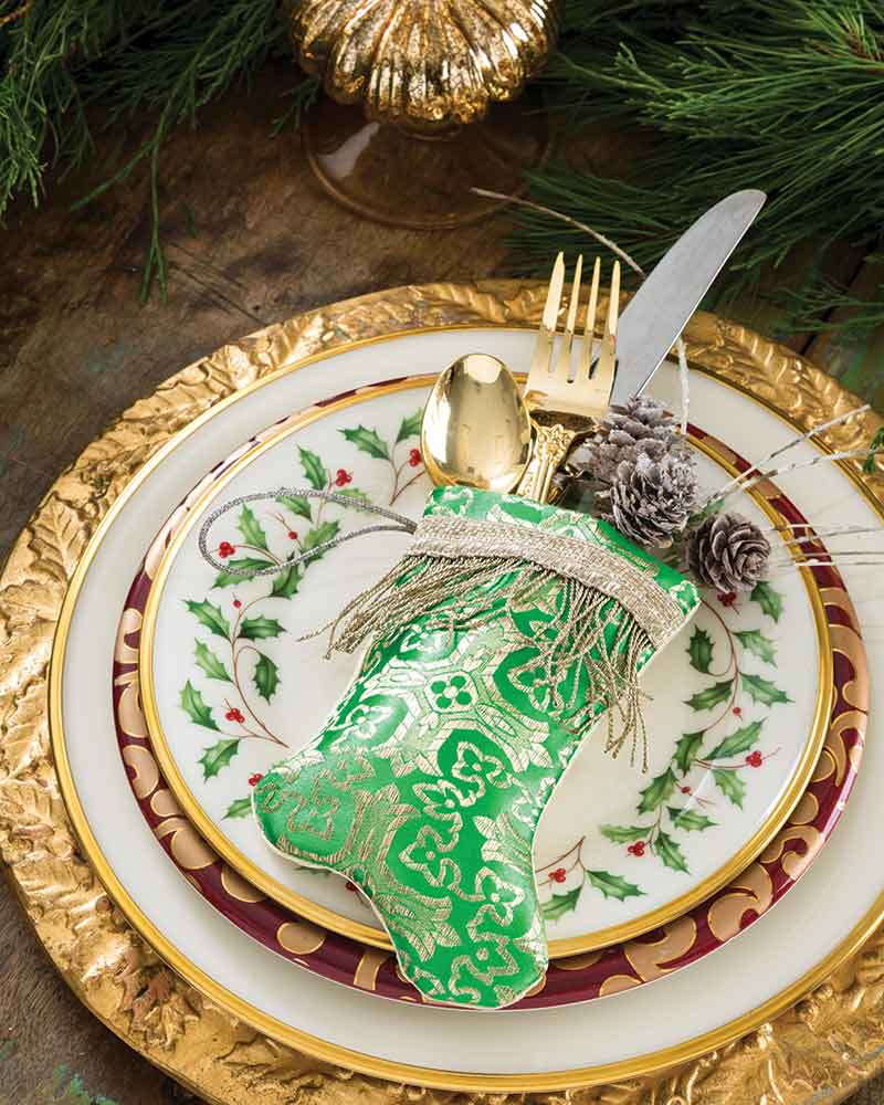mini green sticking on place setting
