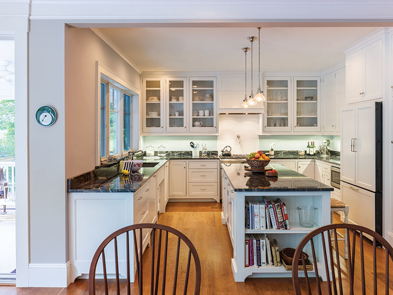 Coastal cottage kitchen