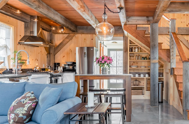 Upscale timber Airbnb in Maine