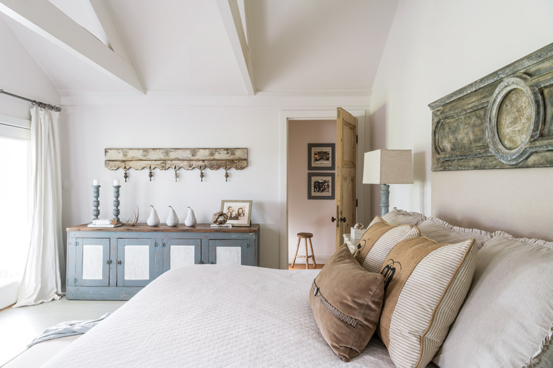 serene country style bedroom