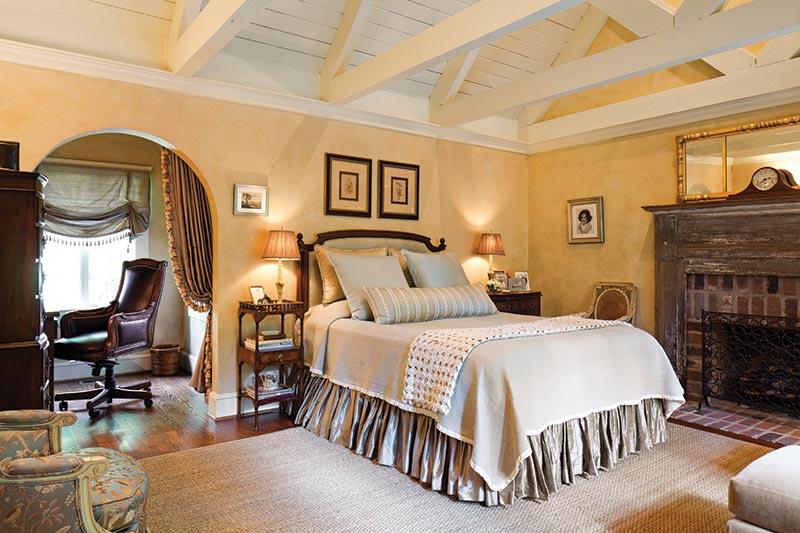 English-style master bedroom