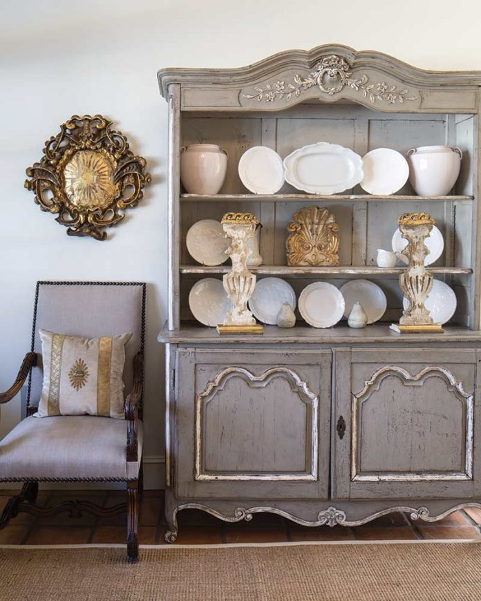 French-style hutch