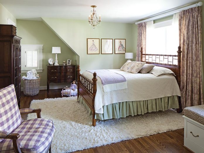 tween room with a soft lavender and green color scheme
